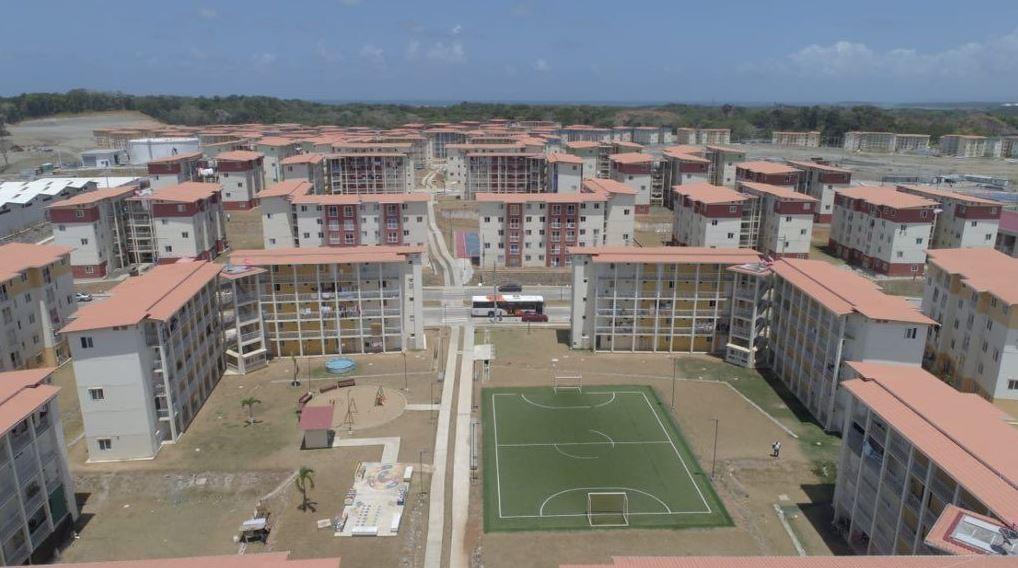 Varela entregó 510 nuevos apartamentos del proyecto Altos de Los Lagos