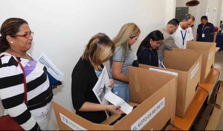 4,940 electores utilizarán el voto electrónico en los comicios de mayo