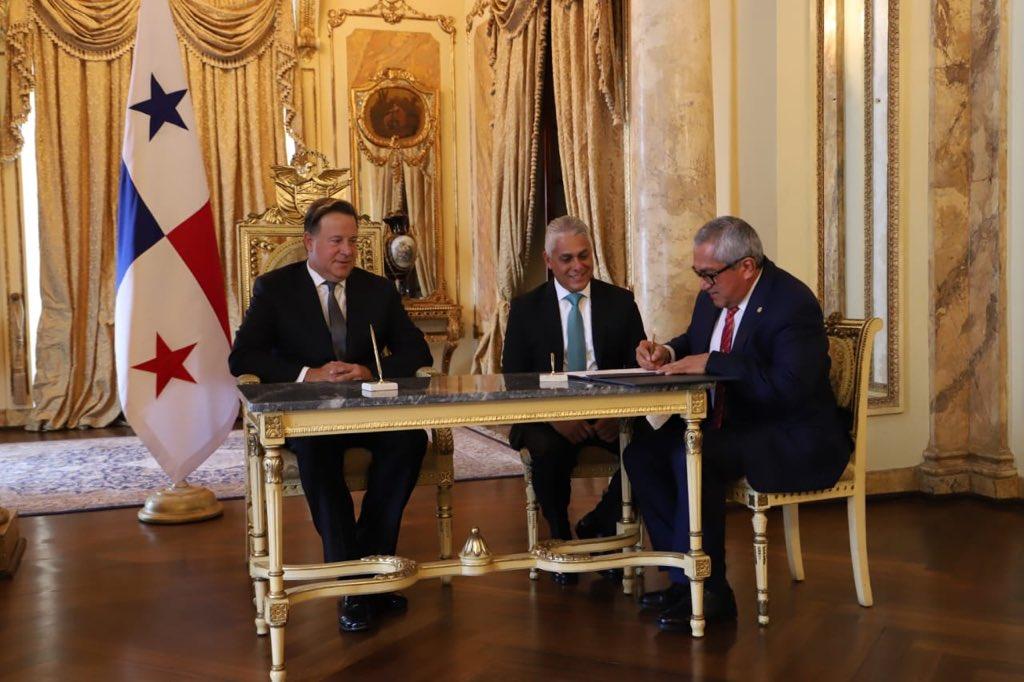 Arrocha y Zamorano toman posesión como magistrados de la CSJ