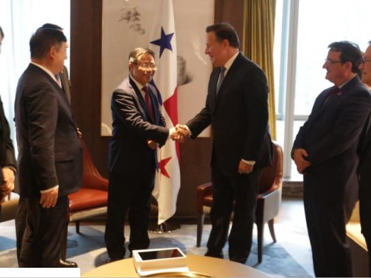 """Filiales chinas confirman a Varela el """"positivo ambiente"""" de inversión en Panamá"""