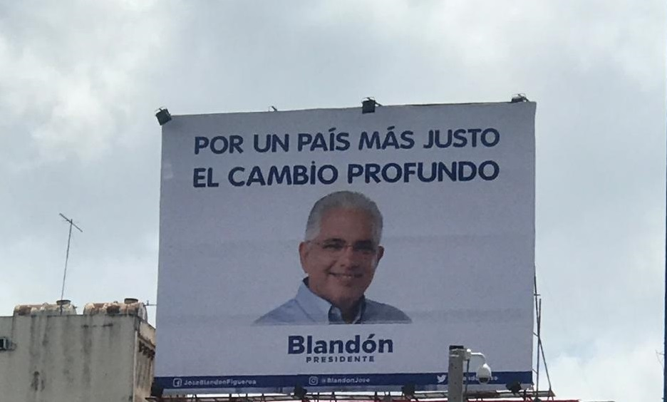 Blandón instala vallas sin símbolos de su partido: ¿Reniega del panameñismo?
