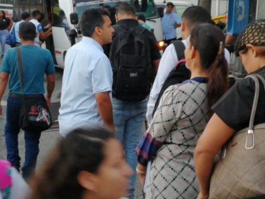 Lombana experimenta dificultades al viajar en buses del sector de Panamá Oeste