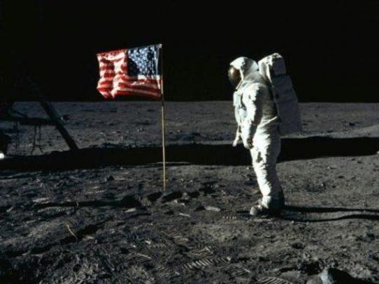 Trump adelanta a 2024 el regreso de astronautas estadounidenses a la Luna