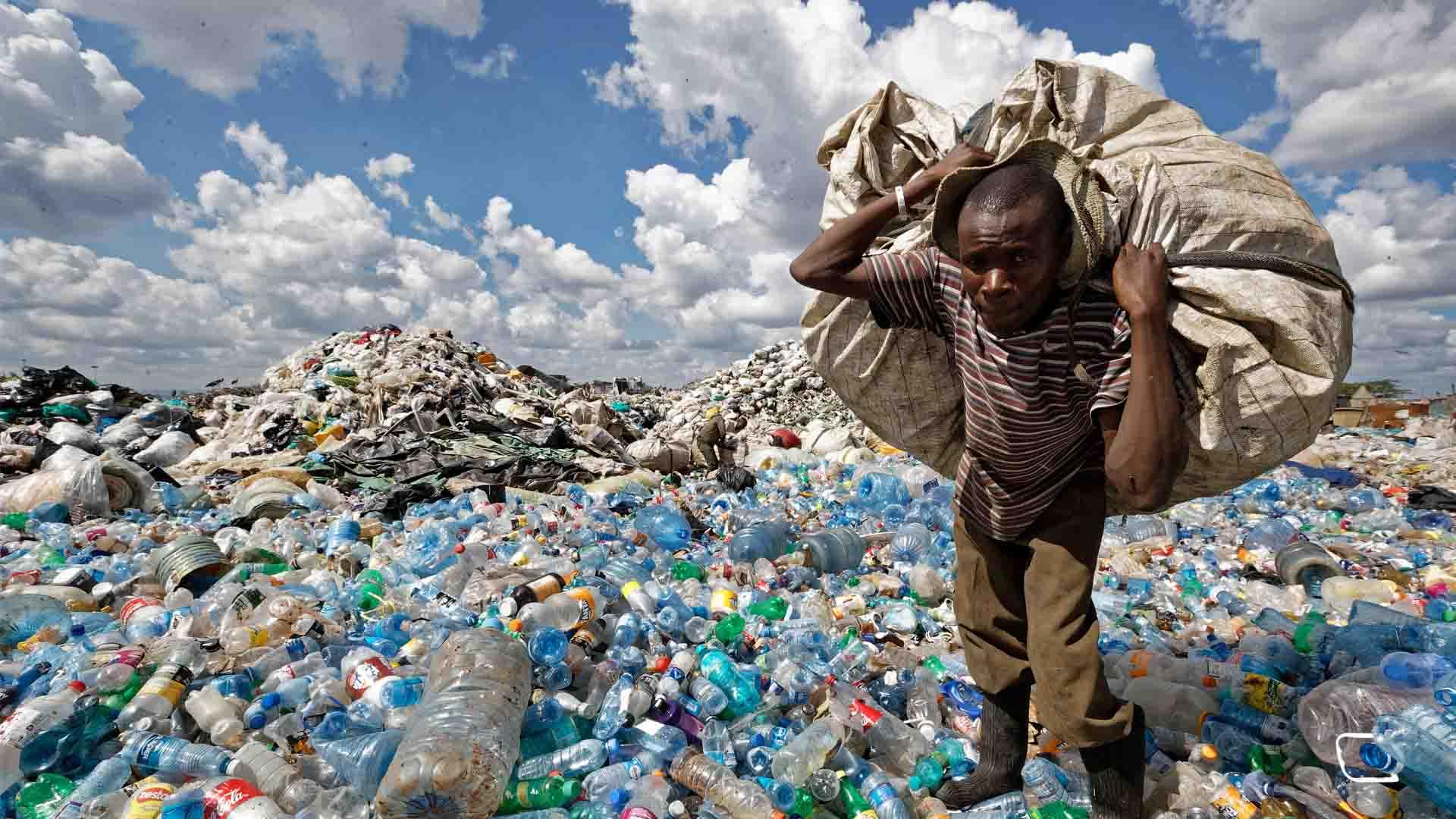 """La ONU acuerda una reducción """"significativa"""" del plástico de uso único"""