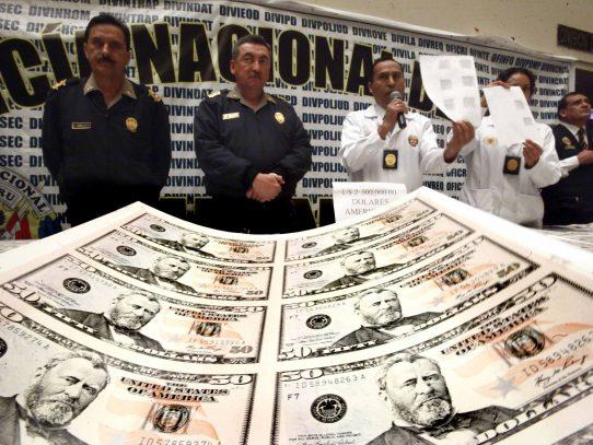 Policía peruana decomisa cinco millones de dólares en billetes falsos