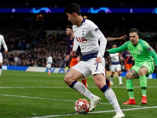 Agüero malgasta un penal y el Tottenham da la primera estocada al City