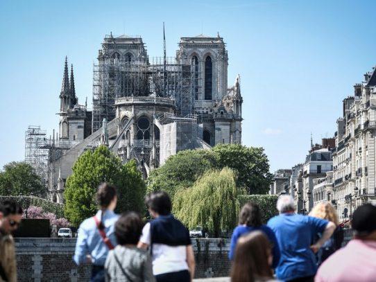 "Notre Dame está ""casi a salvo"", según ministro francés de Cultura"
