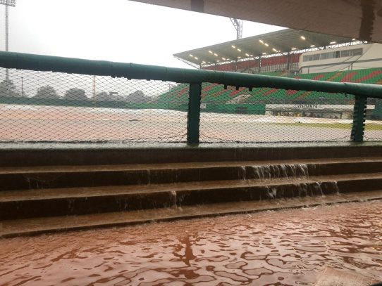 El estadio Kenny Serracín se inunda nuevamente