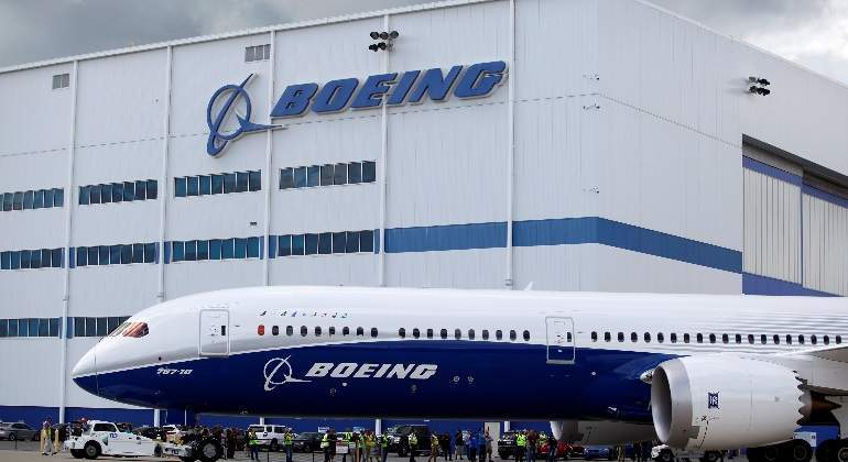 Boeing reducirá a 10 aviones su producción mensual de 737