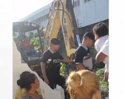 Policía Nacional detuvo a moradores de Brooklincito que se resistían a ser desalojados