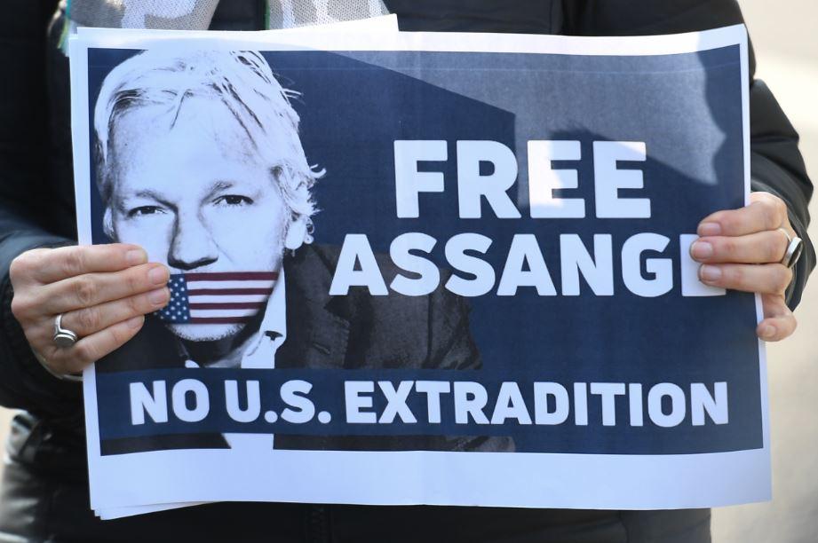 """Assange intentó crear un """"centro de espionaje"""" en la embajada de Ecuador, según Moreno"""