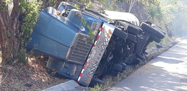Carro cisterna se vuelca en San Lorenzo, Chiriquí sin dejar heridos