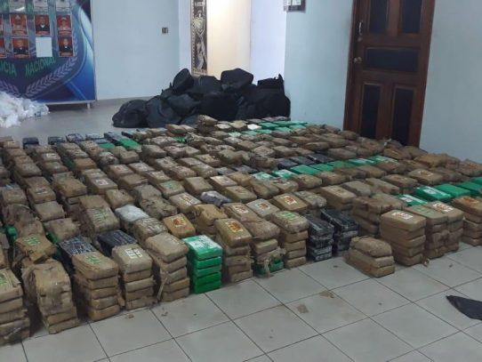 Decomisan 1,143 paquetes de droga en contenedor de Colón