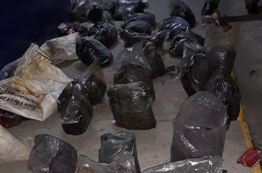 Detención provicional para colombianos que transportaban cocaina negra en Colón