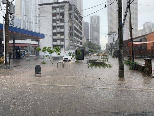 Lluvias causan inundaciones en Panamá y seguirán hasta las 3:30 p.m.