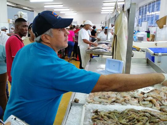 Panameños abarrotan el Mercado del Marisco por compras de Semana Santa