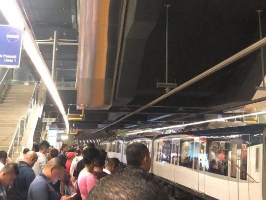 Línea 1 del Metro estuvo detenida por al menos 11 minutos