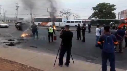 Piratas cerraron la vía en Plaza Tocumen y fueron retenidos por la PN
