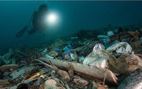 """Surgen pistas sobre el misterio del """"plástico perdido"""" en los océanos"""