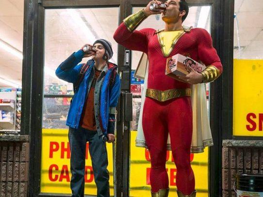 """""""¡Shazam!"""" se aferra a lo más alto de la taquilla de EE.UU."""