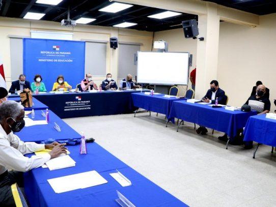 Docentes y Meduca analizan decreto que da inicio al año escolar 2021