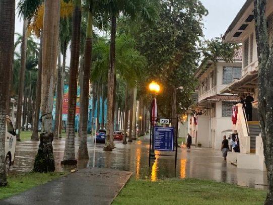 Varias vías anegadas tras temporal de lluvia