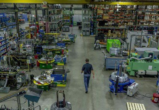 La economía mundial se encuentra ante una lucha sombría atenuada por nuevas esperanzas