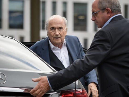 Blatter comparece el miércoles en la investigación a Infantino