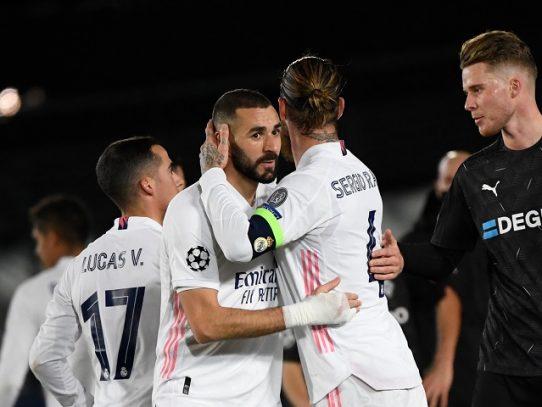 Benzema mete al Real Madrid en octavos de la Champions