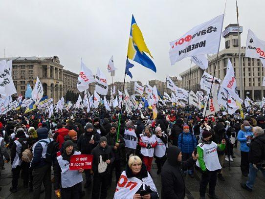 Enfrentamientos en Ucrania entre policía y manifestantes anticonfinamiento