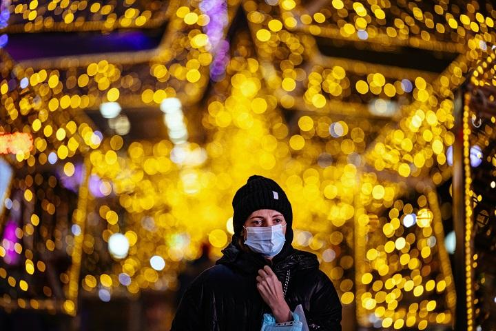 OMS pide que se use mascarilla en las reuniones familiares de Navidad en Europa