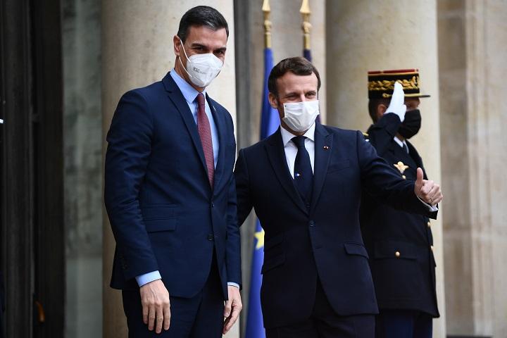 Jefe del gobierno español en cuarentena por haber tenido contacto con presidente francés