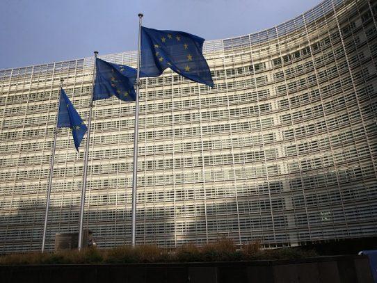 UE advierte a seis países miembros por cierres fronterizos y restricciones de viajes