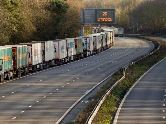 """La situación """"se normaliza"""" para los camioneros en el puerto de Dover"""