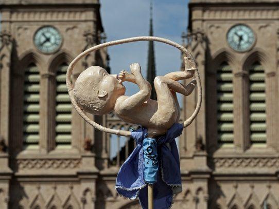 Iglesia católica argentina ruega a la Virgen que ilumine a senadores contra el aborto