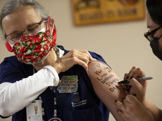 Canadá aprueba vacuna de Moderna contra el covid-19