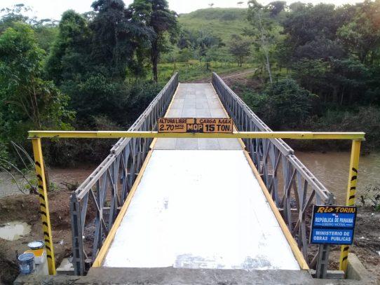 Reconstruyen puente colapsado por lluvias en Chepo
