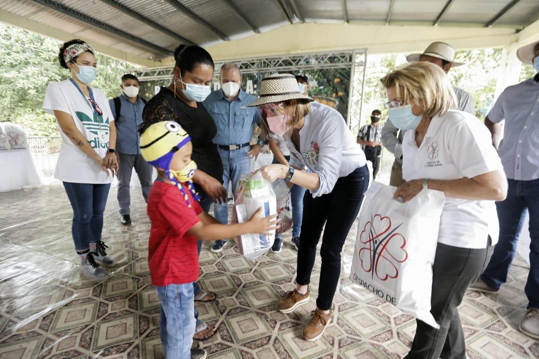 Primera Dama encabeza jornada humanitaria en Piedras Gordas de Coclé