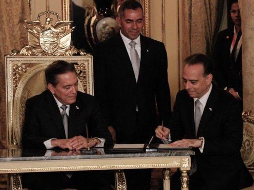 Alejandro Ferrer presenta su renuncia como ministro de Relaciones Exteriores