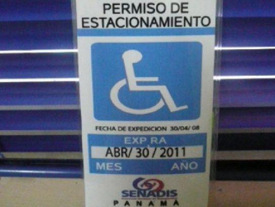 Prórroga en la vigencia de permisos de estacionamiento para las personas con discapacidad