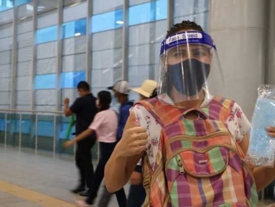 Evalúan uso obligatorio de pantallas faciales para usuarios del transporte público