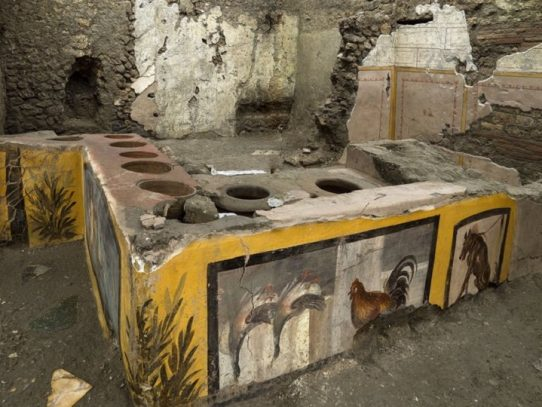 """Descubren en Pompeya un termopolio, """"fast-food"""" antiguo, intacto"""