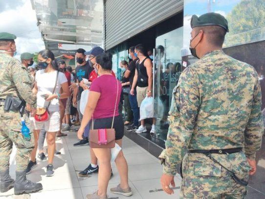 Descubren al menos 80 extranjeros dentro un centro comercial en Chiriquí