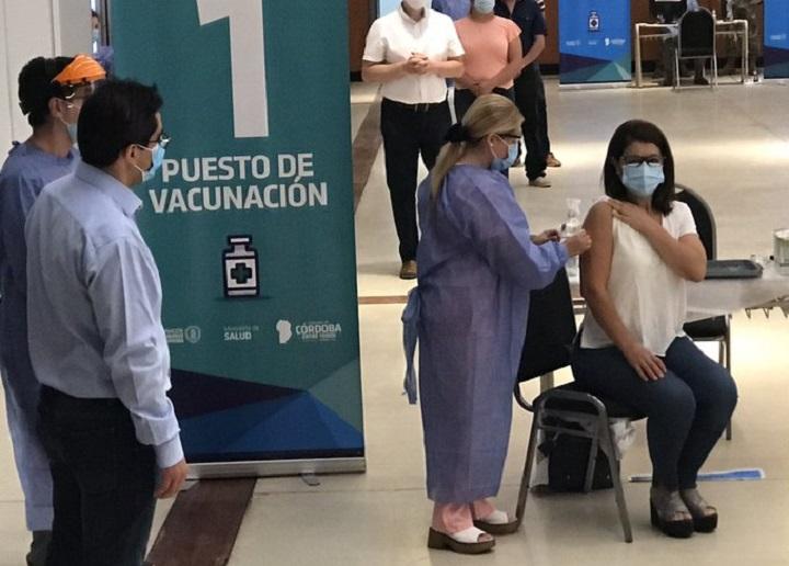 Argentina comienza campaña de vacunación contra el covid-19 con la Sputnik V