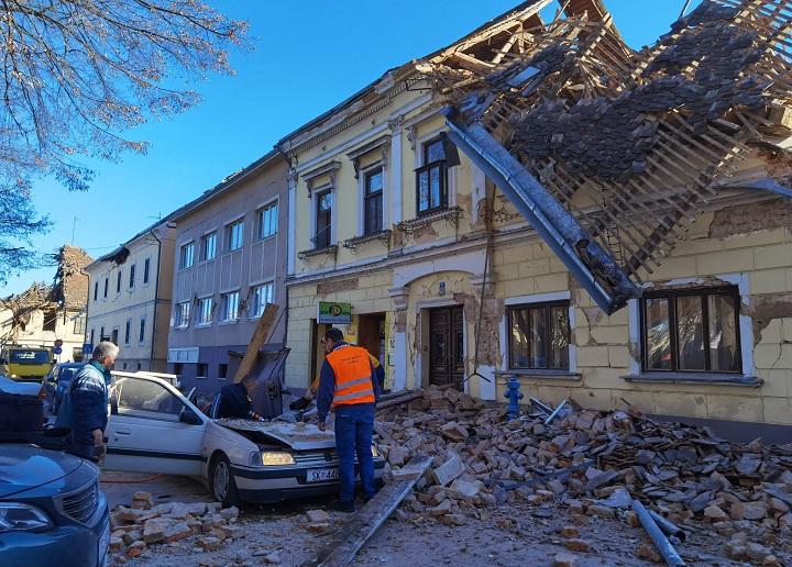 Edificios dañados y pánico por fuerte sismo de magnitud 6,4 en el centro de Croacia