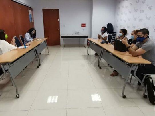 Extranjeros piden a la Defensoría que les incluyan en planes de ayuda