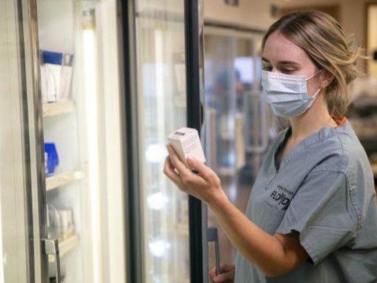 Qué debemos saber sobre los medicamentos de anticuerpos para la COVID-19 que podrían ayudar a muchos