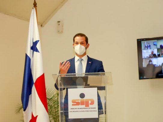 Martínez reiteró el compromiso del Gobierno con la industria
