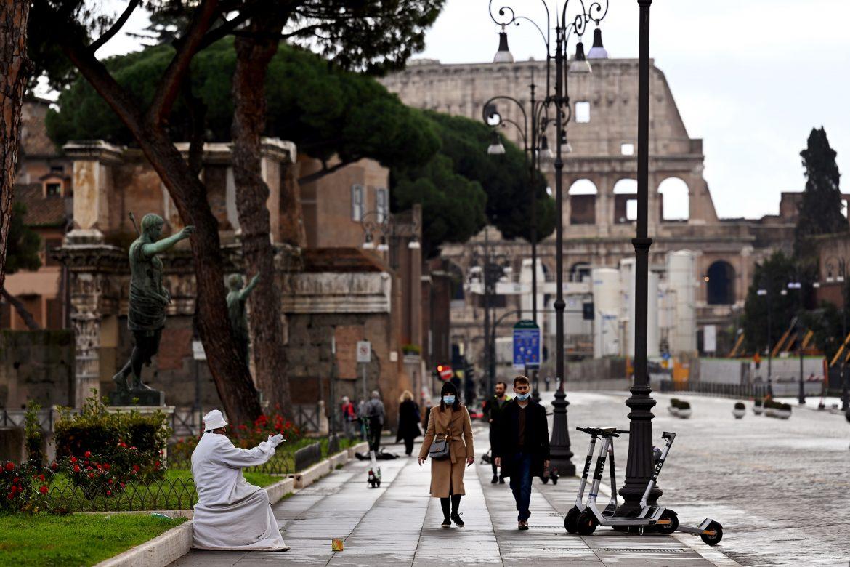 """Italia sin mascarilla y con """"bajo de riesgo"""" de contagio de coronavirus"""