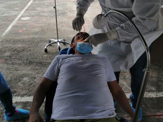 Privados de libertad en penal de Chitré reciben atención odontológica